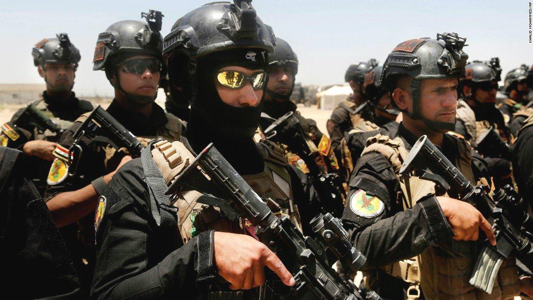 El cobarde del ISIS acribillado de rodillas por las fuerzas iraquíes