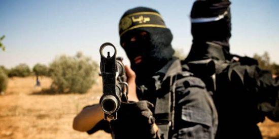[VÍDEO X] Así exterminan las alimañas del ISIS a sus enemigos en el campo de batalla