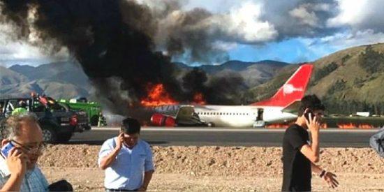 El dramático momento del avión que se incendia con 140 pasajeros durante un aterrizaje en Jauja