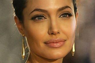 Los inoportunos pezones de Angelina Jolie durante su visita al arzobispo de Canterbury