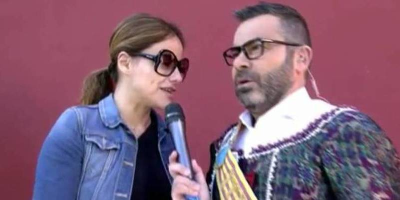 Mónica Hoyos se tira de un coche en marcha para no llegar al plató de 'Sálvame Deluxe'