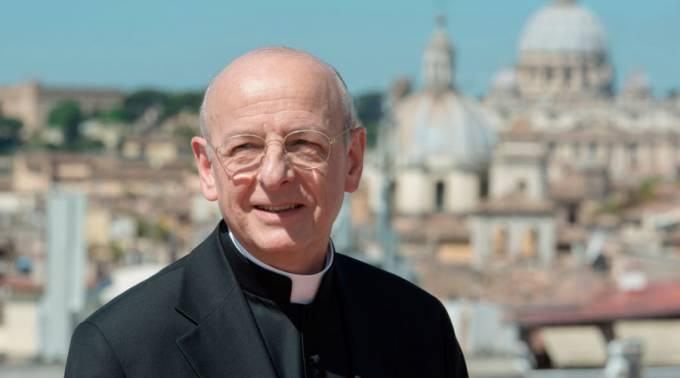"""El nuevo prelado del Opus Dei invita a """"mirar alrededor"""""""