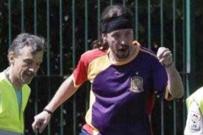 Pablo Iglesias, Alberto Garzón otros podemitas con camisetas de la URSS juegan una pachanga en El Retiro de Madrid