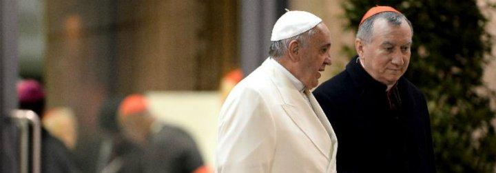 """Parolin sale en defensa del Papa: """"Tiene la gran capacidad de mantener la calma y de no dramatizar"""""""
