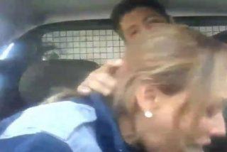 La policía rubia que se lo hace en el coche patrulla con un colega muy bien armado