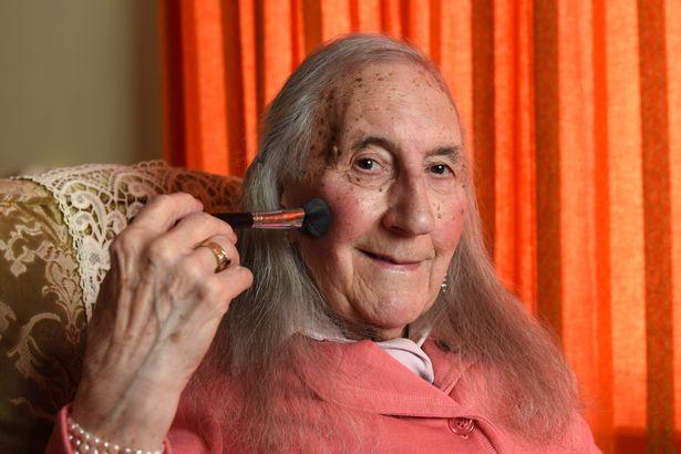 El veterano de la II Guerra Mundial que a los 90 años quiere convertirse en Patricia