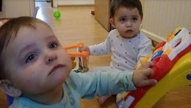 Dos gemelos son brutalmente agredidos por su padre con un martillo