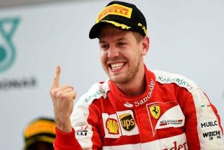 La imagen que revoluciona a la Fórmula 1: Ferrari deja calvo a Sebastian Vettel