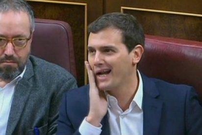 El 'liberal' Rivera permite con su abstención perpetuar la casta sindical de la estiba