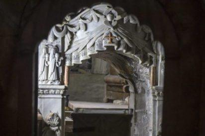 ¿Qué han descubierto al levantar la losa del Sepulcro de Jesucristo?