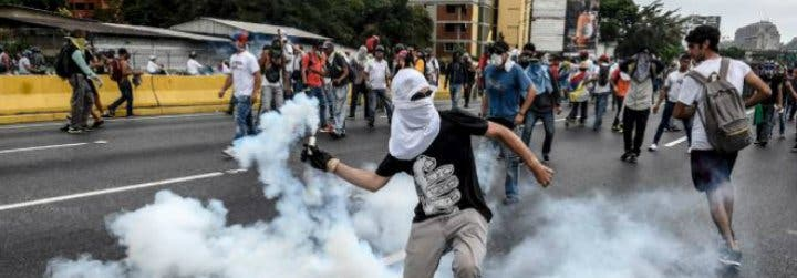 """Los obispos panameños y colombianos, """"preocupados"""" por la violencia en Venezuela"""