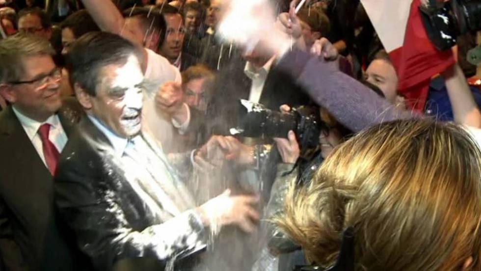Rebozan al candidato presidencial François Fillon con harina y lo dejan aún más frito