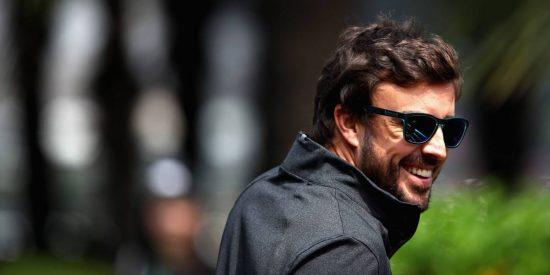 Fernando Alonso vuelve a su aciaga realidad contemplando de lejos el duelo Hamilton-Vettel