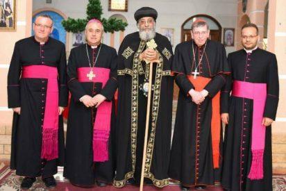 Una delegación vaticana se reúne con Tawadros II tras los atentados en Egipto