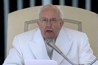 """Francisco: """"Jesús ha muerto pero ¡ha resucitado! La fe nace de la Resurrección"""""""