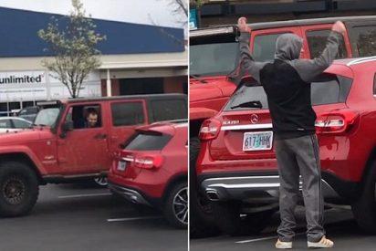 Los dos cabroncetes de los Jeep dan una 'dolorosa' lección al chulito del Mercedes