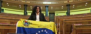La opositora venezolana que 'amortaja' con su bandera el escaño vacío del vivales de Iglesias