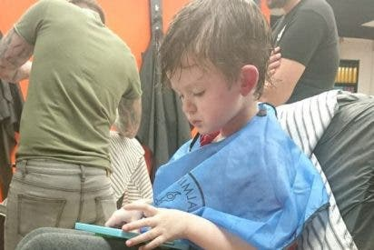 La épica historia de la familia que llevó a su hijo autista al peluquero