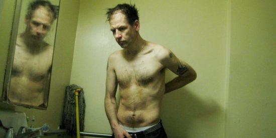 Las terribles imágenes que se tomó el fotógrafo Graham MacIndoe para documentar su adicción a las drogas