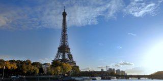 Apuñalan a dos musulmanas a los pies de la Torre Eiffel en París