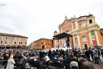 El Papa se reúne en privado con los sacerdotes y religiosos de Carpi