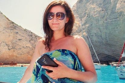 ¿Cómo cargar tu teléfono móvil con el sol y el movimiento?
