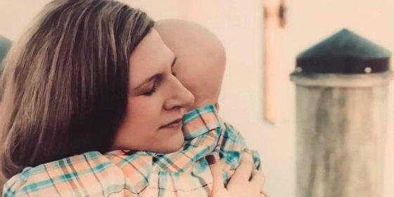 La emotiva última conversación entre una madre y su hijo de 4 años enfermo de cáncer antes de morir
