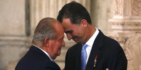¡Polémica decisión!: Felipe VI le 'quita' el médico a su padre Don Juan Carlos