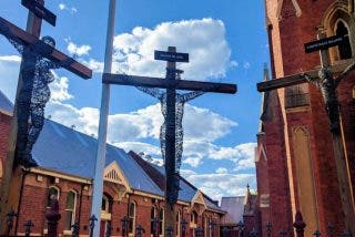 El crucificado y los crucificados