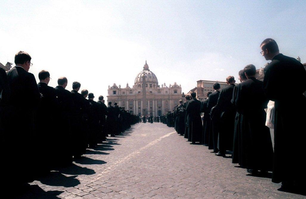 El Papa autoriza a los sacerdotes lefebvrianos a confesar y celebrar matrimonios de sus feligreses