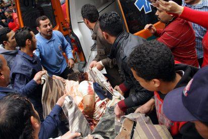 El momento en que el suicida detona su bomba en la Catedral de San Marcos de Alejandría