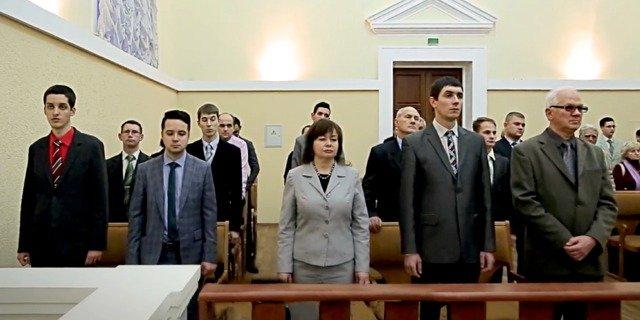 "Rusia prohíbe a los Testigos de Jehová por ""extremistas"""