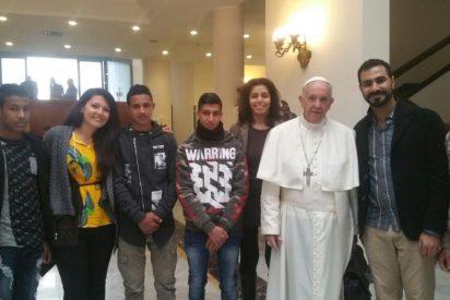 """Francisco parte hacia El Cairo para anunciar la paz """"en un mundo desgarrado por la violencia ciega"""""""