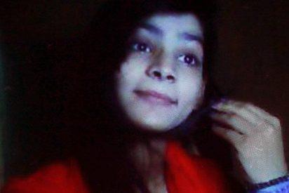 Pakistán: la madre que torturó, estranguló y quemó a su hija porque se casó por amor