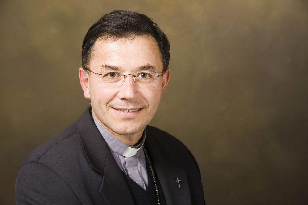 """Dimite un obispo francés por """"actitudes inapropiadas"""" con jóvenes"""