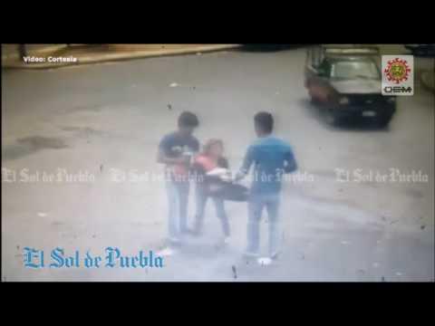 Así mata un ladrón patoso a su compinche mientras roban a una mujer
