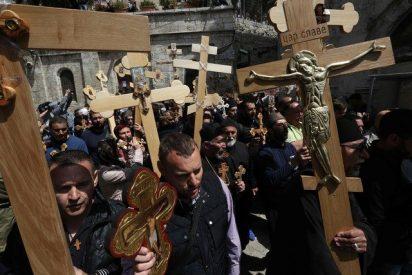 Decenas de miles de fieles procesionan a Jerusalén en Viernes Santo