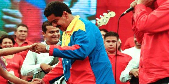 """Con este baile se chotea Maduro de los asesinados por la represión: """"¡Estamos felices!"""""""