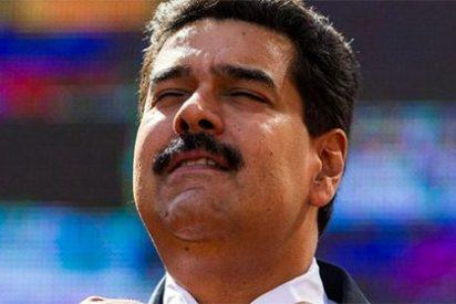 Lluvia de huevos venezolanos sobre el dictador Maduro en un desfile militar