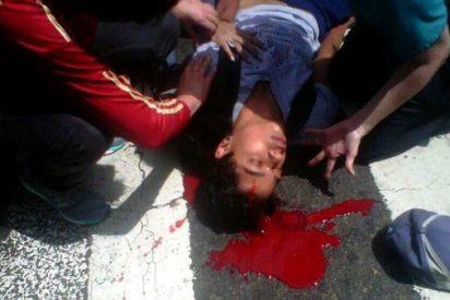 [VÍDEOS] Así asesinan los amigos de Podemos a dos jóvenes por protestar en la agonizante Venezuela