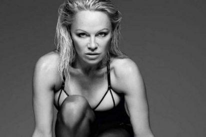 Pamela Anderson posa muy sexy a sus 49 años