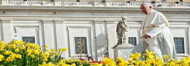 """El Papa en el 'regina coeli': """"La última palabra ya no la tiene la muerte, sino la vida"""""""