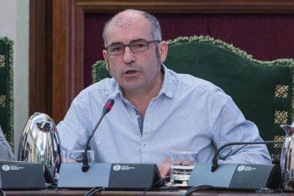 Los vecinos 'echan a patadas' y con insultos, al concejal de Bildu invitado por Kichi a Cádiz