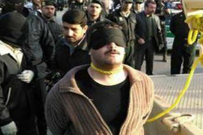 Los píos ayatolás amigos de Pablo Iglesias ahorcan de una grúa al joven tras una farsa de juicio