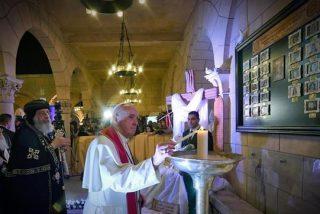 """""""Su sangre inocente nos une"""": Bergoglio y Tawadros sellan el ecumenismo de los mártires"""