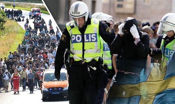 El vídeo prohibido de la brutal paliza del refugiado chuleta a tres modosas policías suecas