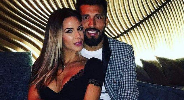 El susto de Tamara Gorro: Su marido, el futbolista Ezequiel Garay, inconsciente por un balonazo
