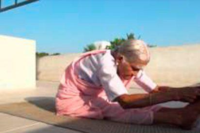 La impresionante flexibilidad de esta abuela de 98 años que practica Yoga
