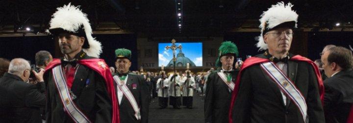 Caballeros de Colón: los hilos (y el dinero) que mueve el 'lobby' más poderoso de la Iglesia