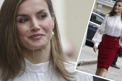 La Reina Letizia amplía su colección de camisas con una Carolina Herrera de 2.000 euros